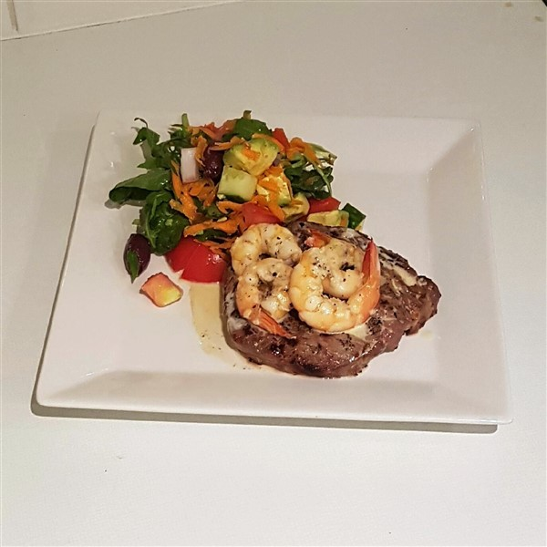 041 - The Horn 'n' Prawn (aka Surf & Turf) w Garden Salad